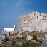 Megalo Chorio, Aspropyrgos (White Tower); on the east of it the ruins of the Gria Castle are visible