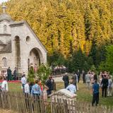 Pertouli, wedding at St. Kyriaki chapel in the middle of a field