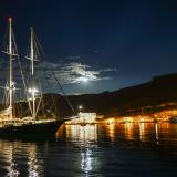 Schoinoussa port by night